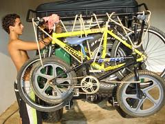 29/12/2005 - Eu vou,eu vou, pra chcara agora eu vou, pararatimbum,pararatimbum...eu vou (ser?) (edshigaki) Tags: trip boy shirtless man hot cute sexy bike jeep sweet young bikes hunk bicicleta safety teen latin teenager biker safe stud willy seguro willys segurana gambiarra