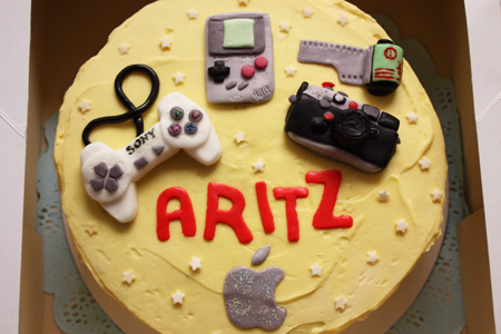 Birthday cake for a lover of videogames, IT and cameras♥
