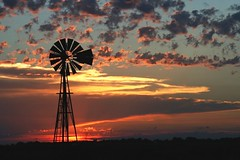 July 8 Sunset - explore (Marvin Bredel) Tags: sunset sky oklahoma windmill clouds explore kingfisher marvin bestofflickr cotcmostfavorited interestingness28 i500 marvin908 qemdfinchadminsfavforjuly imagesofharmony bredel marvinbredel