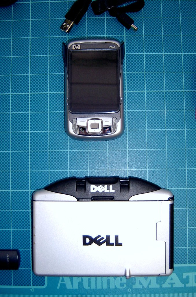 HP RW6828 Smartphone and Wireless Keyboard