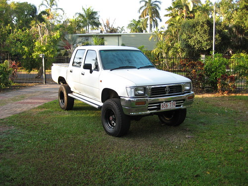 Hilux now with sidesteps