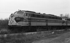 EL EMD E-8 824 (old_skool_metal_head) Tags: railroad robert diesel tx © el locomotive e8 emd diesellocomotive erielackawanna kodaktrixpan escue trix5063 emde8