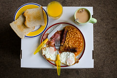late breakfast (lomokev) Tags: food home breakfast canon eos bacon beans tea toast egg sausage 5d friedegg orangejuice fryup fullenglish breaky mebox canoneos5d beanbarrier file:name=img1182
