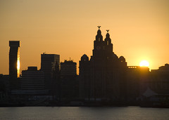 Liverpool 6AM (Felix van de Gein) Tags: city ireland sunset sea england irish sun holiday birds skyline liverpool sunrise buildings boot cycling vakantie zonsondergang felix britain capital norfolk culture zee irland eire 2008 liver zon citycentre mersey fietsen engeland irlanda 2007 fiets liverbirds cyclingholiday ierland irishsea rivier capitalofculture fietsvakantie liverpool2008 10faves liverpool08 capitalofculture2008 norfolkline