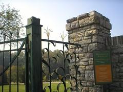 WOODFORD Gate 2