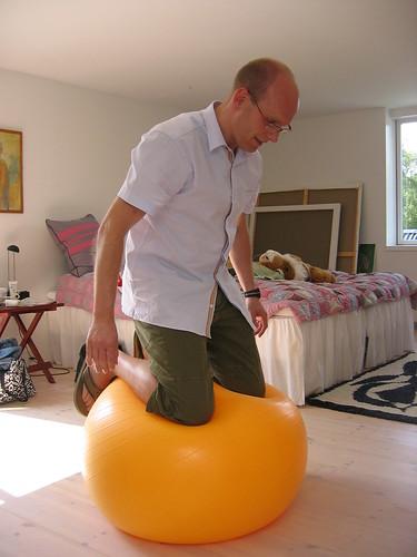 Fætter Kim insisterede på, at det var mangel på luft, der gjorde bolden så flad...