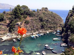 Taormina -  Baia delle Sirene (Spisone) (Luigi Strano) Tags: italien port boats travels holidays europa europe trips sicily taormina italie sicilia messina vacanze sicile sizilien