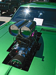 (cw3283) Tags: green cars antique engine vehicles motor windshield antiquecars antiquecarshow highlightandshadow boothscorner