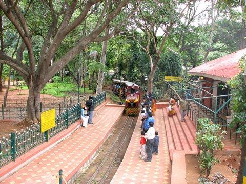 Putani express pulls into Jawahar Bal Bhavan station