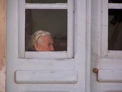 fila la lana...fila i tuoi giorni (melkweg) Tags: sardegna finestra porta paola melkweg vita attesa solitudine nonni ozio signoraanziana crocchia isolana infissibianchi issulcis
