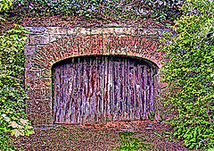 Gate at Bunratty (bill barber) Tags: puerto porto elements porta tor tr deur photoshopelements drr dr ireland1  pforte billbarber kapija ajt abigfave diamondclassphotographer wdwbarber williambarber bbarber1