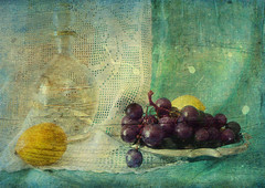 october story (sandra.d.) Tags: blue autumn stilllife white yellow lemon stilleven grape drapery naturamorta jesen grozdje oktobar limun mrtvapriroda sandradjurbuzovic