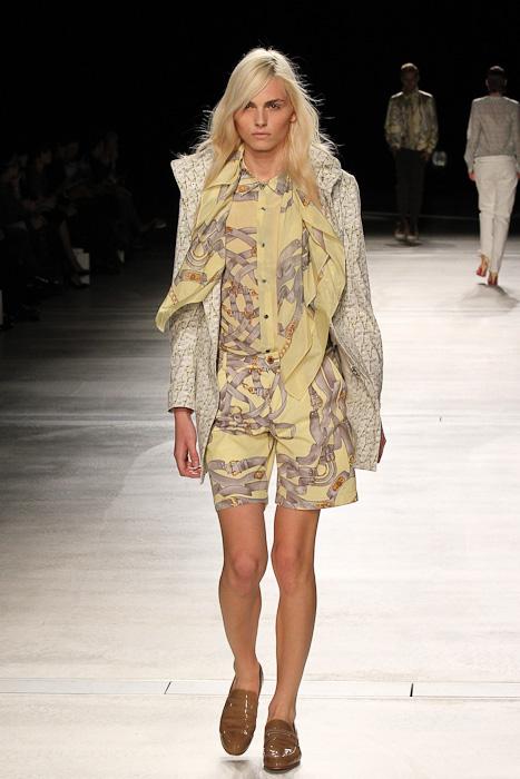 SS11_Tokyo_DRESSCAMP001_Andrej Pejic(Fashionsnap)