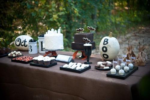halloween-dessert-buffet-580x386