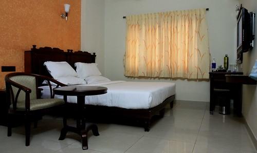tanjore hotels chendhoor residency