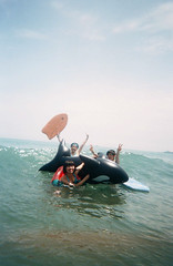 Yeah ! () Tags: summer film beach lomo toycamera taiwan negative summertime waterproof 2007  135film  shotbyfriend blueno1