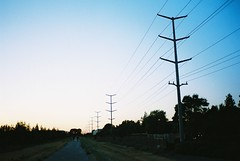 Long road in Oakland (Ian Wong) Tags: sanfrancisco agfaultra100 contaxt2