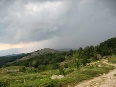 En redescendant de l'observatoire par la piste: l'orage vers le Nord