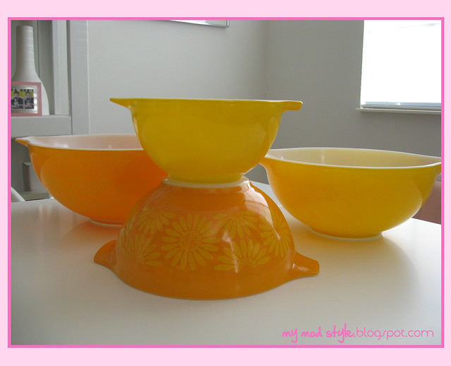 orange pyrex bowls 2