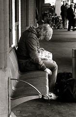 (Akbar Simonse) Tags: people bw station germany deutschland zwartwit candid leer streetphotography bahnhof nike soe airmax duitsland streetshot beginnerstreetphotography 200000000stagelovers akbarsimonse
