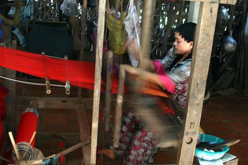 Weaving demonstration in the Cham village