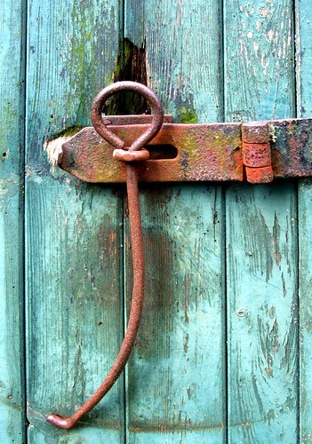 Barn door latch