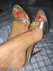 Sara very long toenails in golden mules (al_garcia) Tags: feet high long sandals mules smelly toenails hhel
