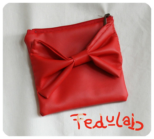 Red Bow Pochette