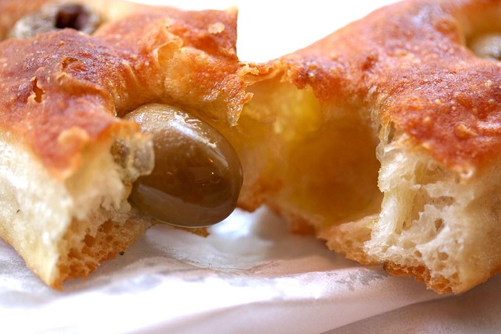 Stecca di olivio in half