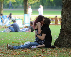 Snogging in the park (jbparker) Tags: park uk england london lenstagged kiss unitedkingdom stjamespark snog snogging canon70300f456