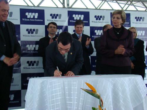 Governadora e reitor em exercício assinaram o convênio. Crédito: Divulgação,Suprg