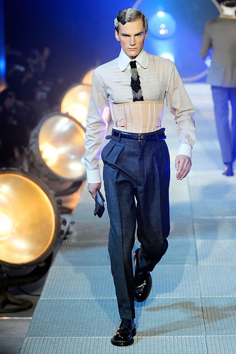 Anthon Wellsjo3026_FW10_Paris_John Galliano(GQcom)