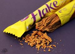 لـ محبي الفليك () (عفاف المعيوف) Tags: flake أصفر دعائي فليك شكولاته