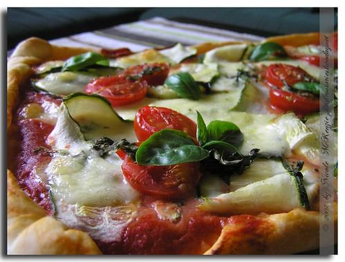 Pizza-mit-Zucchini-&-Kirsch