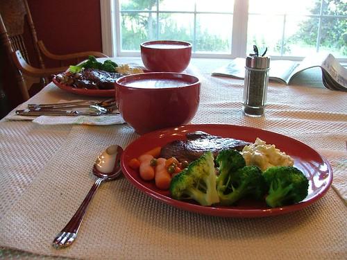 這是我跟珍如的晚餐~煎牛排