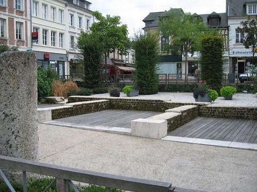 Square in Lillebonne, Excavation site par phil_graham_2002