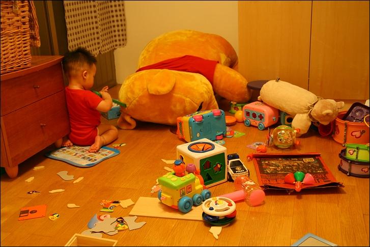 彥小白房玩(快1歲)01