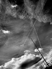 The Sinking of the Titanic (Ed') Tags: sky bw london clouds triangles ed n4 finsburypark bustamante planetrails sonycybershotdscw70 tqp
