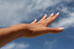 my hand in the sky (luce_eee) Tags: sardegna sky me hands hand portfolio nopostprocessing gi emozioni canon400d luceeee nessunamodifica unpodellamiaestate rinaciampolillo wwwrinaciampolillocom