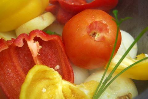 ירקות במרק (צילום: ניב קלדרון)