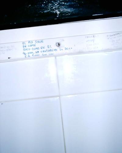 Foto tomada por màen no me acuerdo cual baño público
