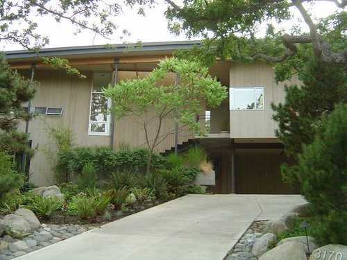 Mid-Century Modern house with Curb Appeal