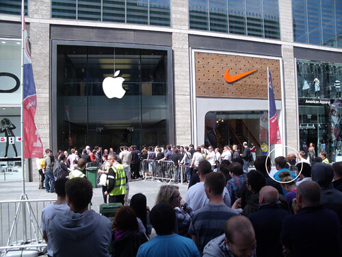 Queue for iPhone 4 in Liverpool, photo by Flickr user: newtc_uk