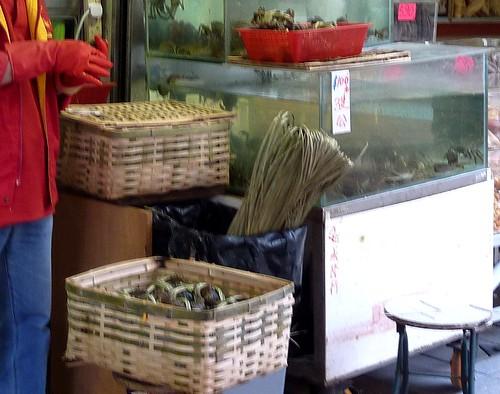 香港。路邊販售大閘蟹