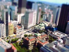 Tilt Shift no Rio de Janeiro downtown (  Claudio Lara ) Tags: city blue light sea cidade brazil sky people black green art praia home sport rio brasil riodejaneiro night clouds canon de landscape photography photo day photos action weekend live copacabana villa worldcup santateresa urca montain ipanema bondinho niteri 2010 leblon mod1 fifaworldcup lapa tiltshift penha arcosdalapa praiavermelha centrodorio rioantigo claudiolara 115944 brazil2014 copadomundo2014 brasil2014 rio2016 cludiolara 6152009 rio2014 claudiol riomaravilhoso rio2011 olimpiadasmilitares