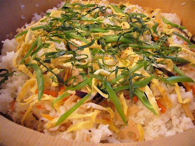 gomoku chirashi sushi