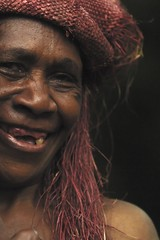 Big Nambas woman with teeth removed in Malekula, Vanuatu (Eric Lafforgue) Tags: smile island teeth ile tribal hasselblad blackpeople tribe ethnic sourire ethnology vanuatu tribu oceania ebridi melanesia ethnologie h3d oceanie ethnique lafforgue malekula bignambas nambas ethnie ericlafforgue melanesie nouvelleshebrides nouvelleshebrydes ericlafforguecom wwwericlafforguecom vanuatupicture vanuatupictures  wanuatuneue hebridennew hebridesnieuwe hebridennouvelleshbridesnuevas hbridasnuove