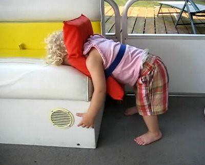 Posisi Tidur Paling Lucu dan Kocak