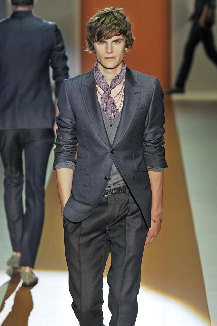 Anthon Wellsjo3036_SS11_Milan_Gucci(first VIEW)