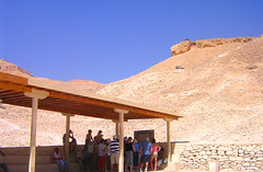 Valley of the kings / Under the Sun/ Egypt.- (ancama_99(toni)) Tags: pharoh sungods temples egypt egipto sol sun holidaysvacanzeurlaub flickrphotoaward supershot p1f1 valleyofthekings valledelosreyes ancama99 egipte africa trip travel color art vacation egyptian ancient photo photography photos holiday nikon e2100 coolpix desert nature cairo giza pyramids pyramid nile sphinx mosque afrique egypte egitto egyptien geotagged photographic 2007 personas humanas human people personashumanas humanpeople egipt history islam islamic eyes face fashion female girl hair kids man mujer gente gentes qina humana humano humans humanos picture pictures naturaleza